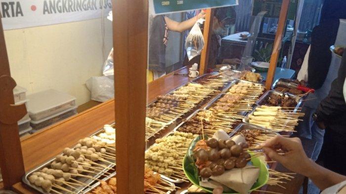 Beragam menu di Angkringan Joss di Jalan RE Martadinata 189 A, Bandung