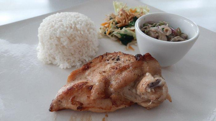 Mencicipi Pedas dan Gurihnya Ayam Bakar Sambal Matah di Cirebon, Pedasnya Pas, Bumbunya Meresap