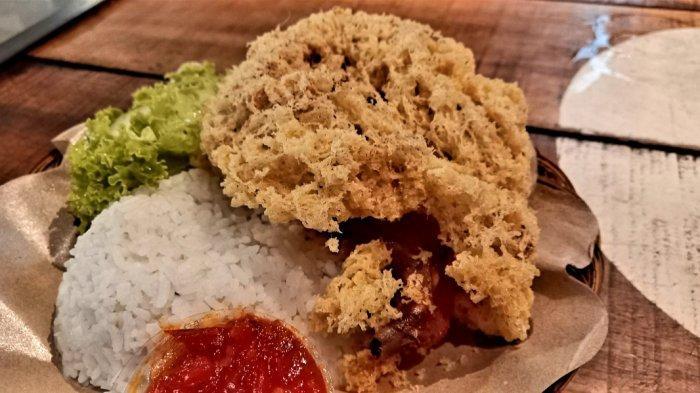 Ayam goreng kremes wkhas warung Oseng Mercon, Bandung