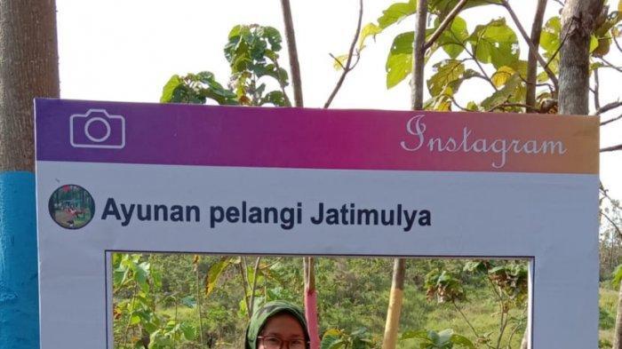Ayunan pelangi di Desa Jatimulya, Kecamatan Cidahu, Kabupaten Kuningan