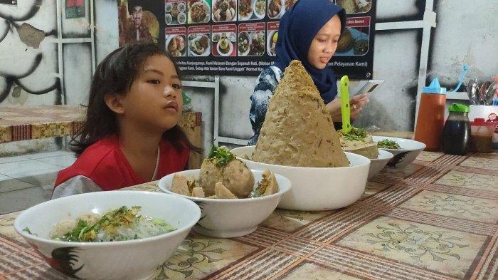 Bakso Tumpeng salah satu menu andalan di Bakso Mang Panjul Dawuan Majalengka