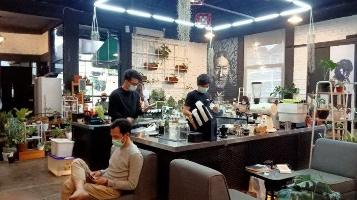 ke Bennih Coffee di Jalan Macan No 2, Kecamatan Lengkong, Kota Bandung.