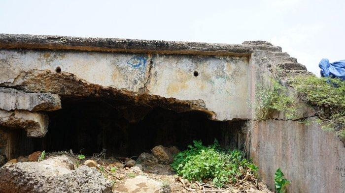 Sisa-sisa Benteng Gedong Dalapan di Bukit Pasir Gagak, RT 02/03, Desa Karanganyar, Kecataman Cililin, Kabupaten Bandung Barat
