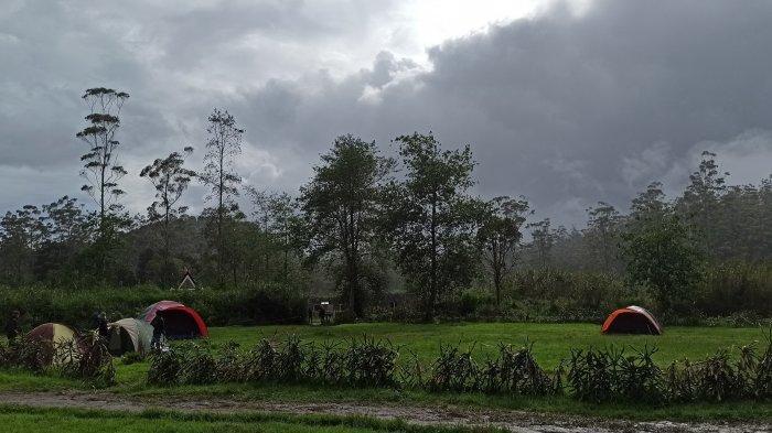 Berkemah di camping ground Kampung Cai, Rancaupas, Ciwidey, Kabupaten Bandung