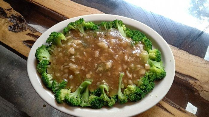 Brokoli saus bawang putih di Rumah Makan A'Yayo Bandung