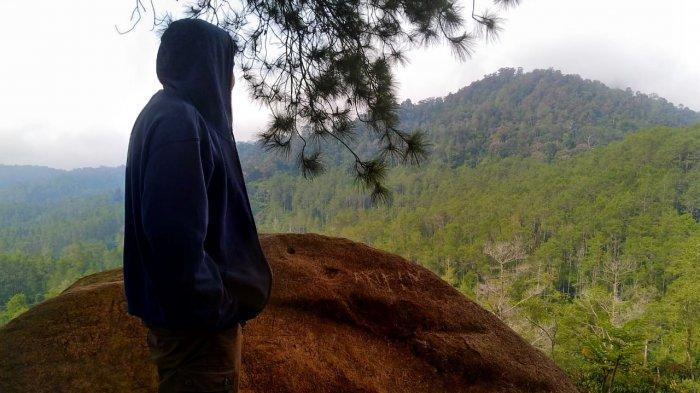 Bukit Batu Belang di Desa Cikidang, Kecamatan Lembang, Kabupaten Bandung Barat