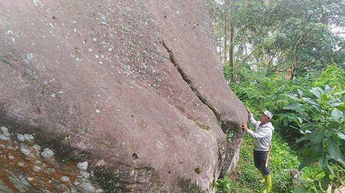 Bukit Batu Belang, Desa Cikidang, Kecamatan Lembang, Kabbupaten Bandung Barat