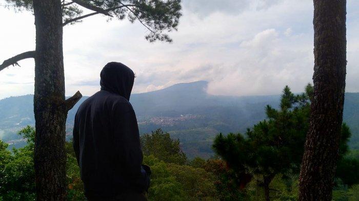 Bukit Batu Belang di Desa Cikidang, Kecamatan Lembang, Kabupaten Bandung Barat (KBB)