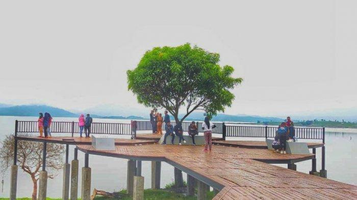 Objek Wisata Buricak Burinong di Kawasan Waduk Jatigede Sumedang Jadi Tempat Favorit Berswafoto