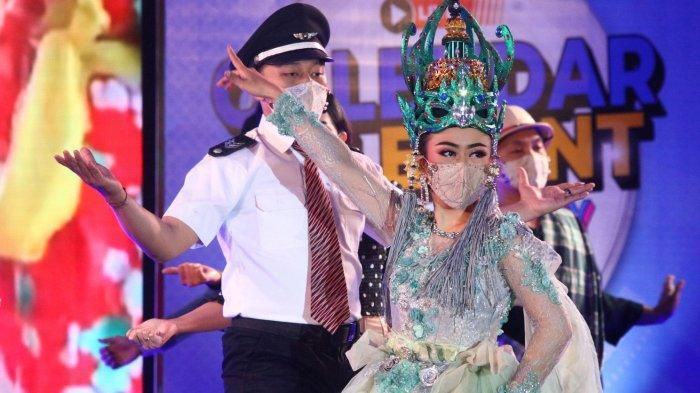 Sejumlah penari membawakan tarian parade karakter event pada peluncuran Calender Of Event 2021 Kota Bandung, di Hotel el Royale, Jalan Merdeka,  Kota Bandung, Rabu (25/11/2020).