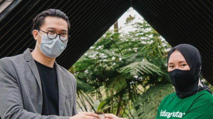 CEO sekaligus Pendiri Orchid Forest Cikole, Barry Akbar dan  Ghyna Asita Dwi Ningrum sebagai Project Assistant Lindungi Hutan.