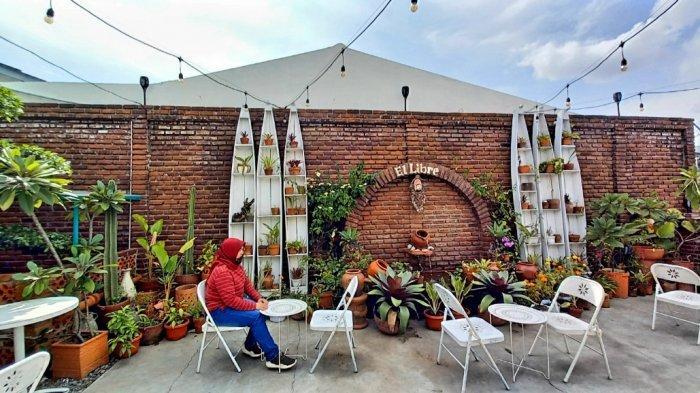 Area El Libre (Kebebasan) yang merupakan tempat nongkrong berkonsep outdoor di Colada Cafe