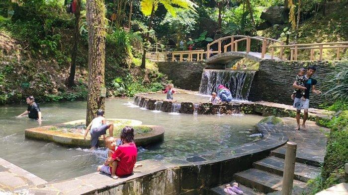 Objek wisata Curug Cipeuteuy di Desa Bantaragung, Kecamatan Sindangwangi, Kabupaten Majalengka