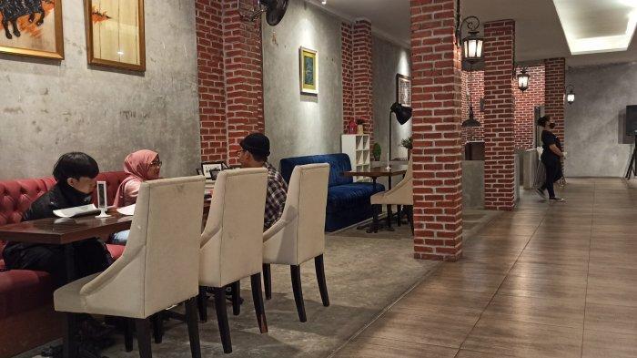 Suasana Restoran Dandy'S Steak di Jalan Bengawan No 83, Bandung
