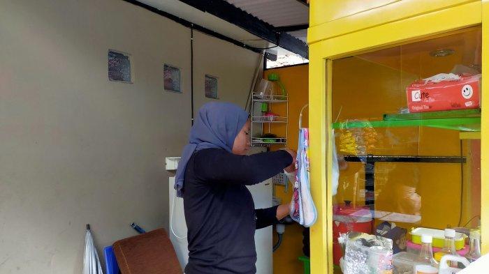 Karyawan Dimsum Wanusukii menyiapkan dimsum untuk pelanggannya di  Jl. Cilengkrang 2 No 172  Cibiru, Kota Bandung,