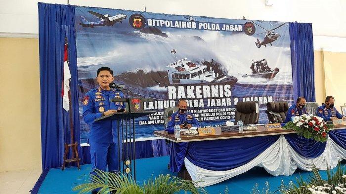 Dirpolairud Polda Jabar, Kombes Pol Widihandoko, saat menyampaikan sambutan dalam rakernis di Aula Mako Ditpolairud Polda Jabar, Jalan Kapten Samadikun, Kecamatan Kejaksan, Kota Cirebon, Kamis (8/4/2021).