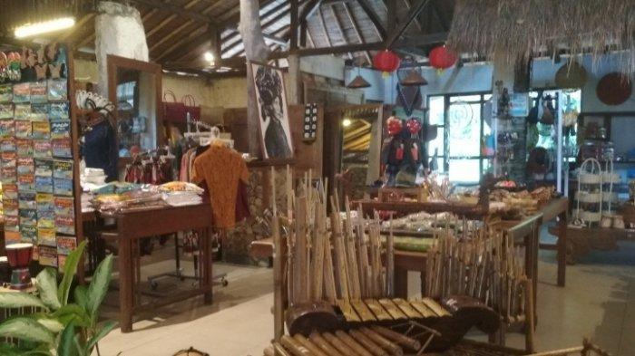 Galeri Sapu Lidi di Jalan Sersan Bajuri, Cihideung, Parongpong, KBB