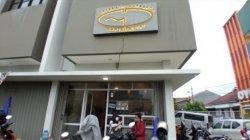 Garis Pantai Coffee and Indoor Beach yang beokasi di Jalan Tata Surya No 9A, RW 3, Margahayu, Kota Bandung.