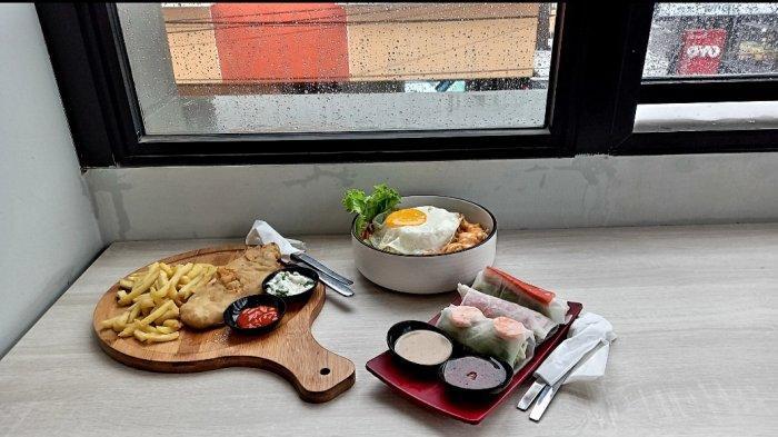 Menu best seller di Garis Pantai Coffee and Indoor Beach. Di antaranya fish and chips, nasi ayam spicy mayo, dan Vietnam spring roll.