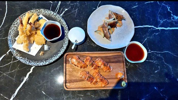 Sajian menu andalan Gion Izakaya yaitu aburi salmon nigiri (tengah), cheese burger gyoza, dan ebi yasai tempurai (kiri).