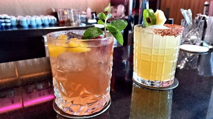 Minuman khas di Gion Izakaya, rujak umai  (kanan) dan Okinawa gal