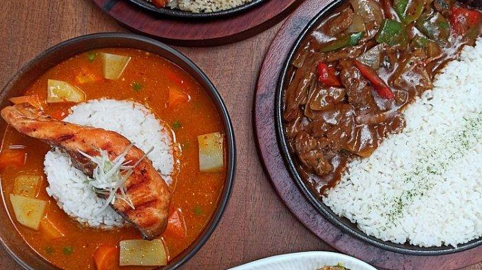 Grilled salmon curry (kiri) dan stewed beef stroganof di Everjoy Cafe, Jalan Bahureksa, Bandung