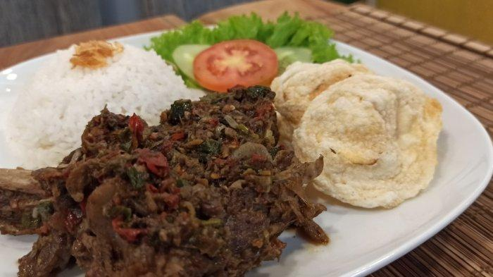 Iga bakar di Sprekken Cafe, Jalan Bangreng No 3 Bandung