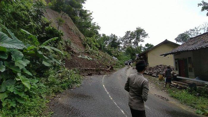 Dua Jalur ke Objek Wisata Geopark Ciletuh Sukabumi Tertimbun Longsor, Warga Diminta Tak Melintas