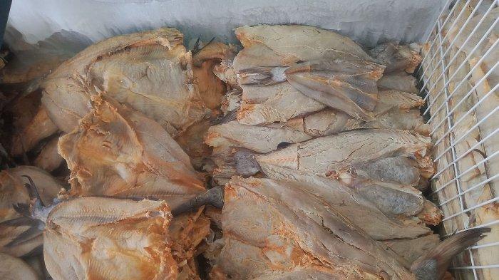 Salah Satu jenis jambal roti di kios milik H Surman, blok Pantai Barat, Pangandaran.