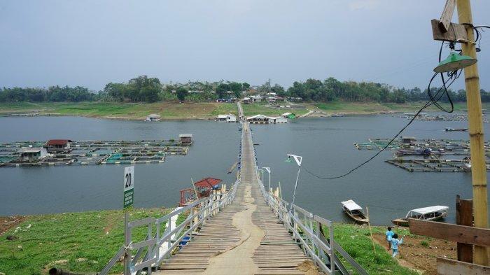 Jembatan Apung Bucin, Tempat berfoto-foto yang Instagramable dengan Pemandangan Danau Saguling