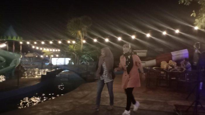 Acara yang digelar malam hari di Vila Kampung Gunung Ciremai Kuningan