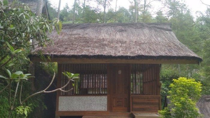 Salah satu rumah adat di Kampung Dayang Sumbi di Dago Giri, Lembang