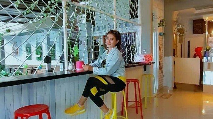 Aura Jelita Hangatkan Suasana Ngopi di Tempat Kumpul Para Milenial di Pasirkareumbi, Subang