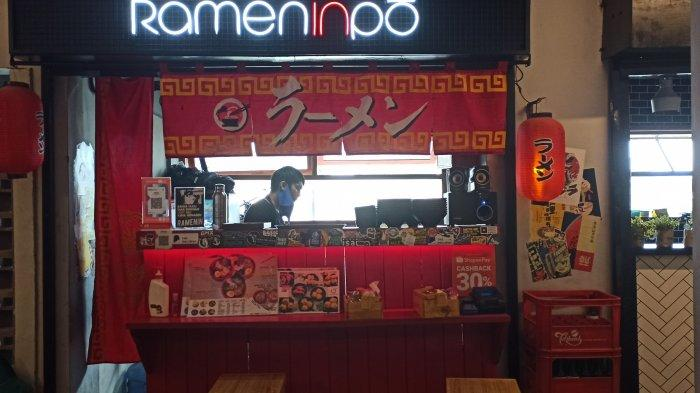 Kedai  Rameninpo di kawasan The Hallway Space, Pasar Kosambi, Bandung