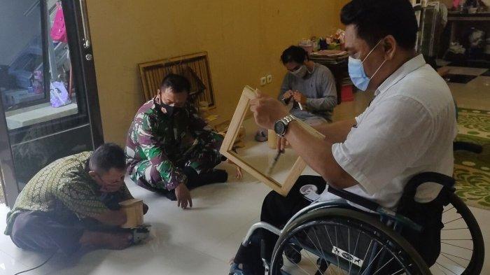 Penyandang Disabilitas Majalengka Menyulap Bambu Jadi Kerajinan, Dijual Online dan di Objek Wisata