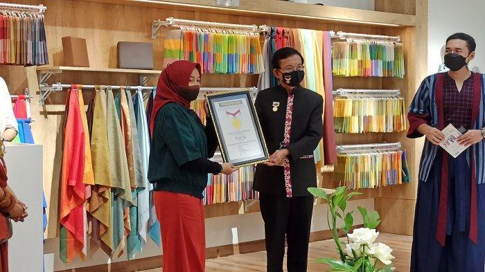 Kisera mendapatkan rekor MURI kerudung pertama yang bisa menampilkan 4 warna dalam 1 helai dan kategori merk kerudung dengan  varian terbanyak warna di Indonesia