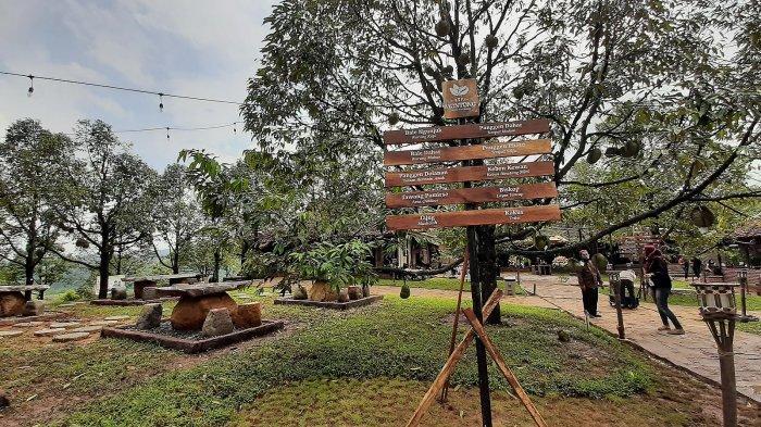 Suasana areal outdoor Kopi Montong di Kawasan Kota Baru Keandra, Jalan Nyi Ageng Serang, Kecamatan Dukupuntang, Kabupaten Cirebon,
