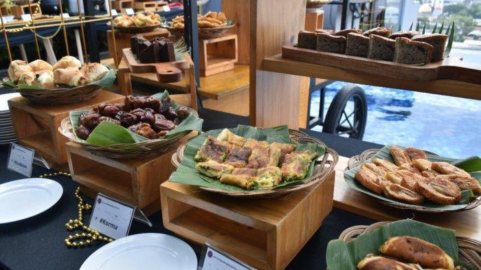 Aneka kue basah di Hotel Mercure City Centre