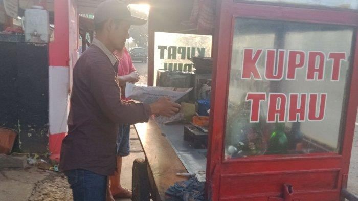 Alex, penjual kupat tahu Singaparna di depan Kantor Kecamatan Rancaekek, Kabupaten Bandung