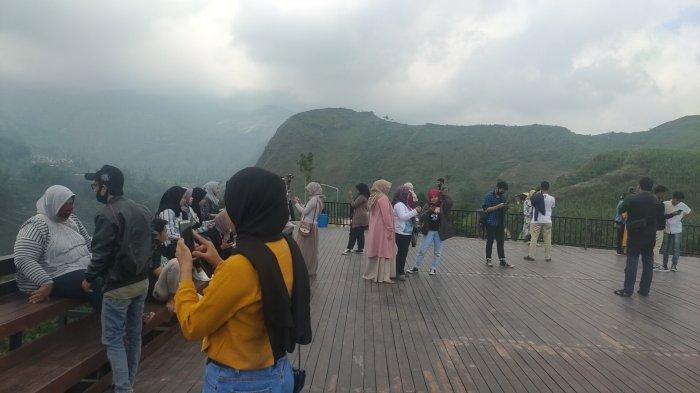Objek Wisata Lawang Saketeng di Panyaweuyan, Kecamatan Argapura, Kabupaten Majalengka menjadi salah satu destinasi wisata favorit masyarakat.