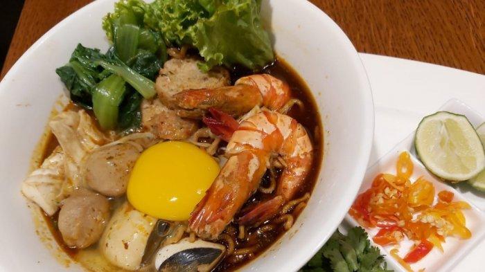 menu mama tomyam noodle ala Hotel Hilton Bandung