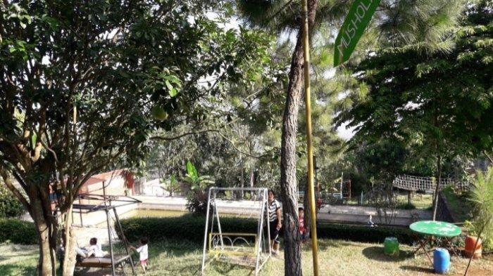Tempat bermain di Manglayang Jungle Place, Jalan Cilengkrang 1, Kampung Cigupakan RW 03, Kabupaten Bandung.