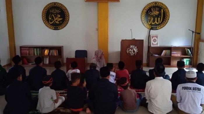 Masjid Al Majid di Jalan H Mulya, Kampung Kawung Sari, Kelurahan Warga Mekar, Kecamatan Baleendah, Kabupaten Bandung