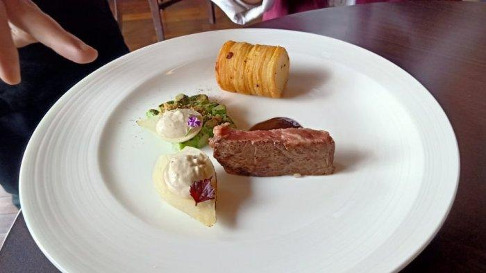 Us Prime Rib Eye, Fave Potato, Asparagus Domino, Pearls Onion, Porcini Bordelaise serve with wine