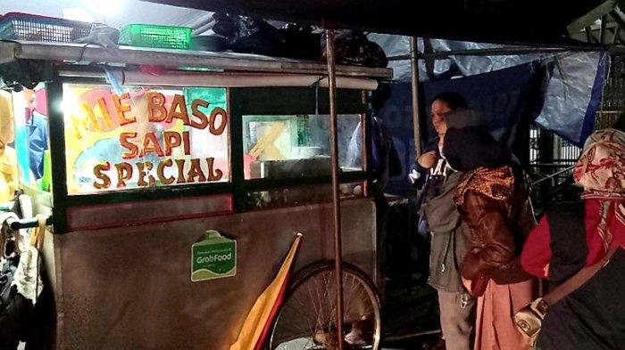 Kedai Mie Bakso Solo Raos Pak Pardi  di Jalan Terusan Jakarta No 69, Antapani Tengah, Kota Bandung.