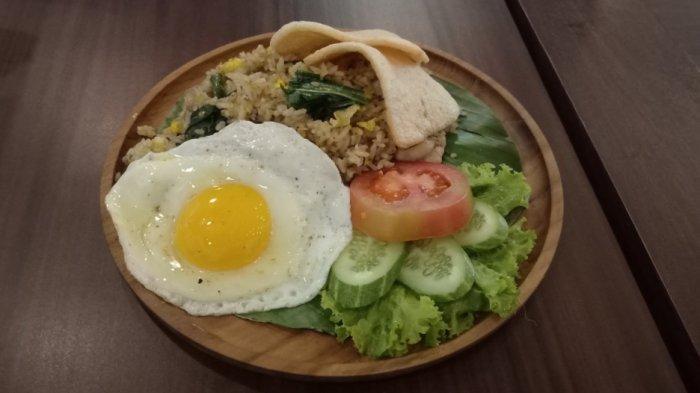 Nasi Goreng Jeruk dengan Telur Mata Sapi Setengah Matang dan Beragam Makanan Sehat Ada di Kafe Ini