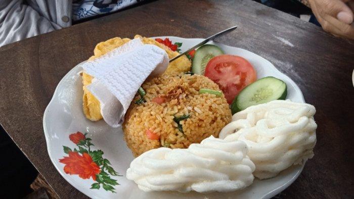 Nasi goreng kampung di 372 Kopi Dago Pakar