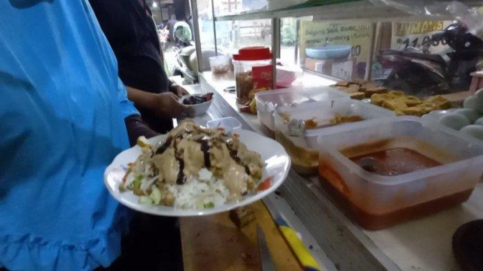 Mencicipi Nasi Lengko Khas Cirebon Buatan Mang Oded, Awas Ketagihan