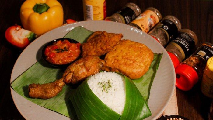 Hidangan Nasi Timbel Komplit khas Non Kitchen & Coffee