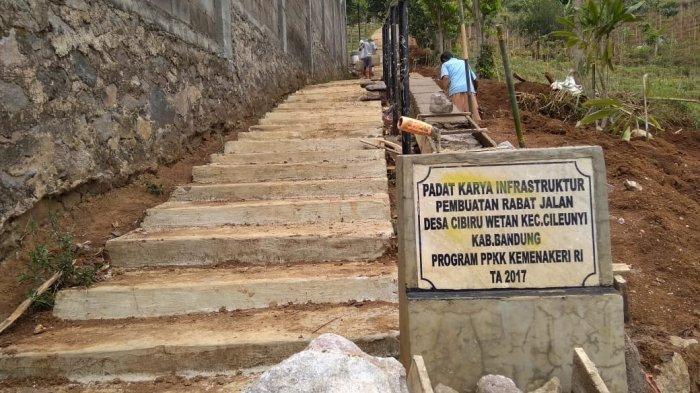 Objek wisata tangga seribu di Desa Cibiru Wetan, Kecamatan Cileunyi, Kabupaten Bandung.